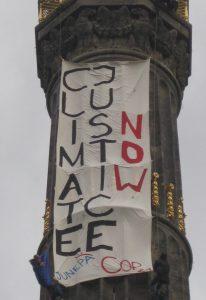 Banneraktion an der Siegessäule anlässlich der Weltklimakonferenz 2015 in Paris